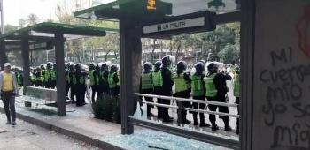 Encapuchadas vandálizan estación de metrobús La Palma