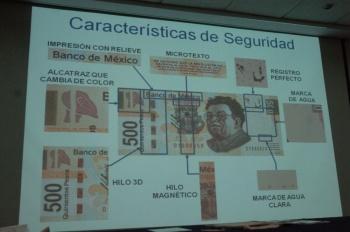 Aseguran a mujer que portaba billetes falsos en Puebla