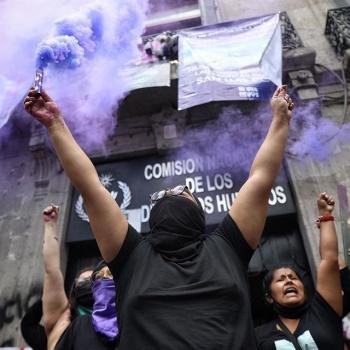 """CNDH seguirá tomada; feministas dicen que es una acción de """"okupa"""""""
