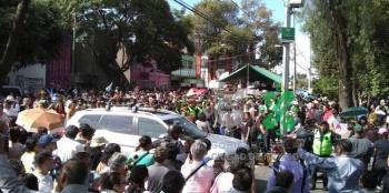 """Vecinos de Clavería reciben a """"El Príncipe de la Canción"""""""