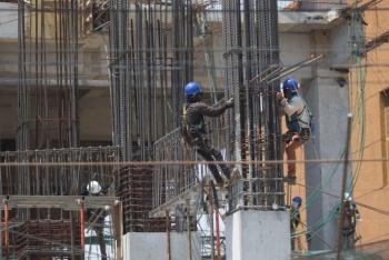 REACTIVAN CONSTRUCCIÓN BAJO ESTRICTAS MEDIDAS DE SANIDAD