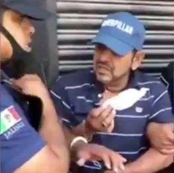 Policías de Jalisco detienen a hombre por no usar cubrebocas, el vídeo causa indignación