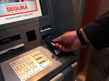 Morena contra venta de seguros, préstamos y donativos en cajeros automáticos; confunden a usuarios