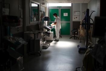 Alertan colapso de hospitales en París por COVID-19