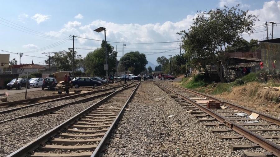 Maestros liberan tramo ferroviario de Caltzontzin