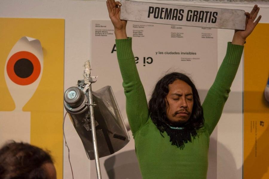 Poesía, performance y lengua náhuatl se unirán en un recital de Karloz Atl