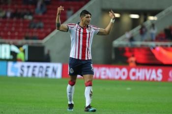 Si Alan Pulido supiera cabecear, jugaría en el Manchester City, asegura Cardozo