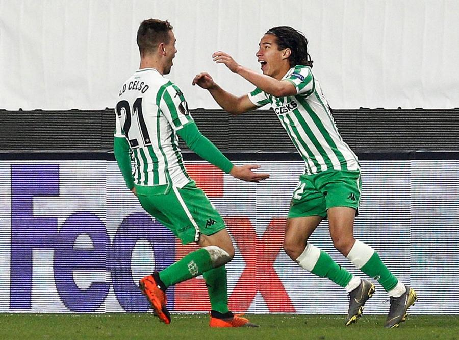 Diego Lainez se estrena como goleador con el Betis en la Europa League