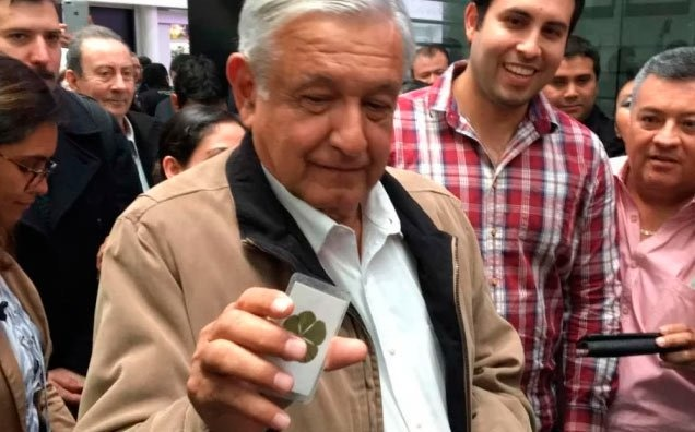 El Presidente de México se protege con nada más que amuletos