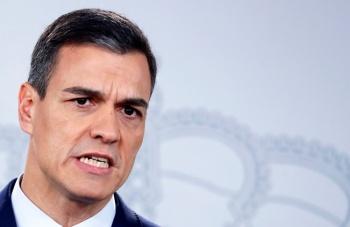 Pedro Sánchez arranca campaña en Sevilla; llama a la movilización española