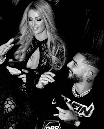 Maluma, invitado de honor a la fiesta de Paris Hilton