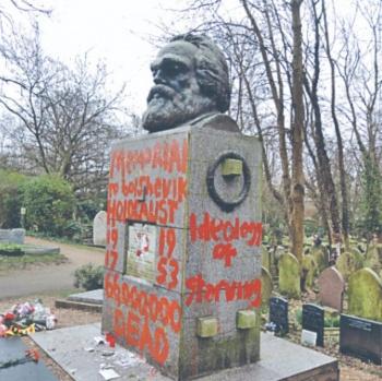 Otra vez vandalizan la tumba de Marx
