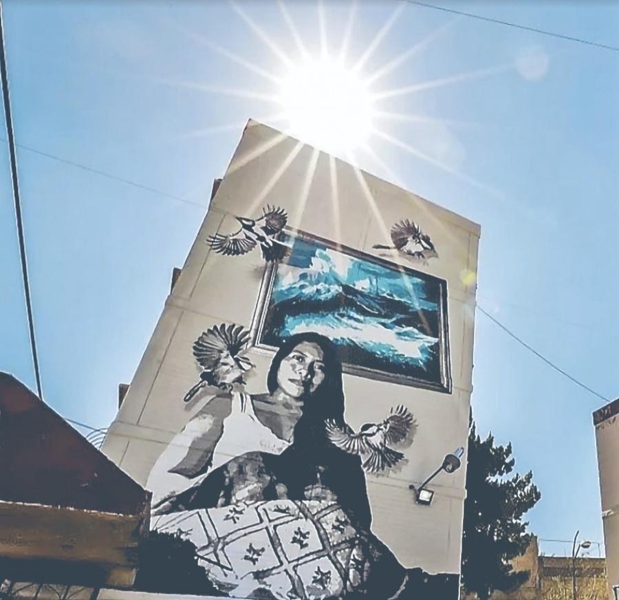 Colectivo honra a Yalitza con un mural de 10 metros