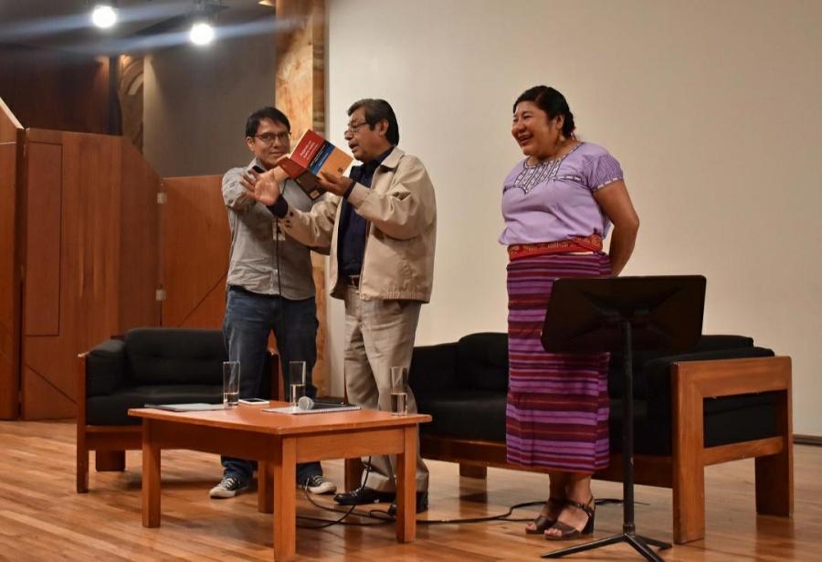 En Bellas Artes cantan en náhuatl con el poeta Natalio Hernández (Galería)