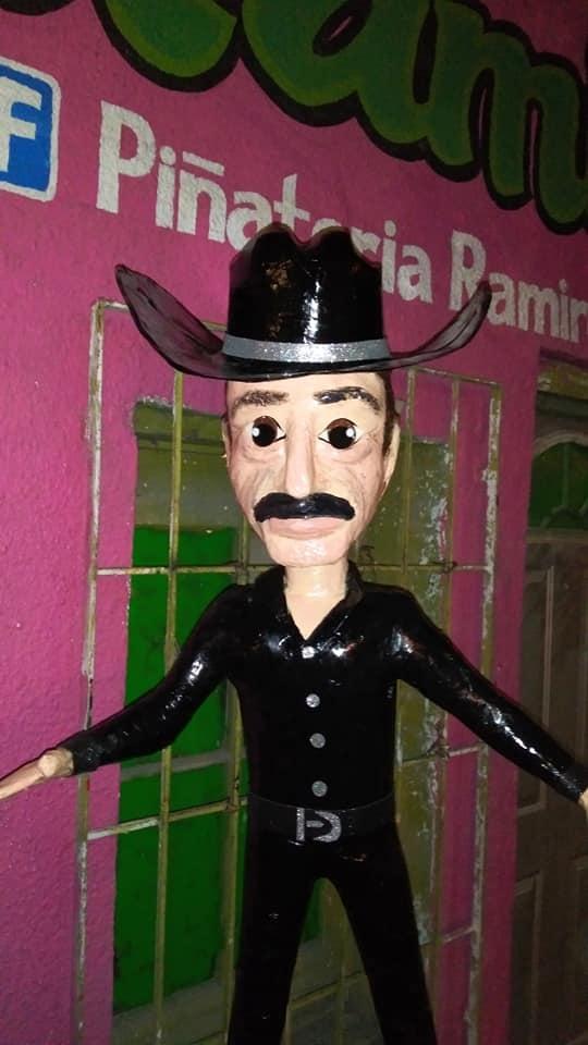 Piñatería Ramírez promueve la catarsis con figura de Sergio Goyri