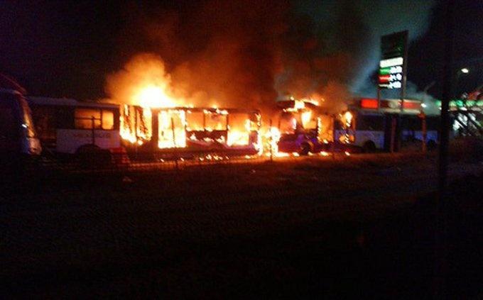 Incendian dos camiones del Mexibús, en Ecatepec