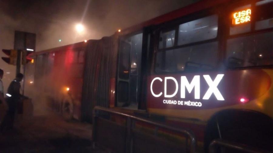 Se incendia Metrobús en Insurgentes