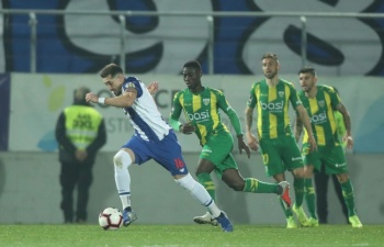 Héctor Herrera anota en la victoria del Porto sobre el Tondela