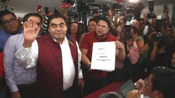 Miguel Barbosa se registra como precandidato a la gubernatura de Puebla