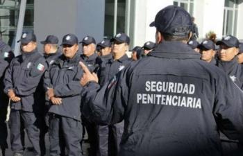 Capacitan a personal penitenciario