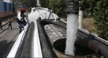 Alcaldía de Azcapotzalco apoya con pipas la baja presión de agua