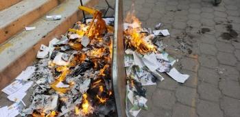 Opositores queman boletas de consulta sobre la termoeléctrica de Huexca