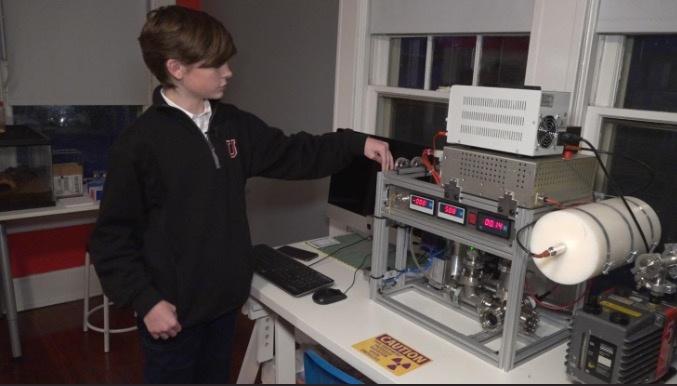 Joven de 12 años construye un reactor nuclear en su casa