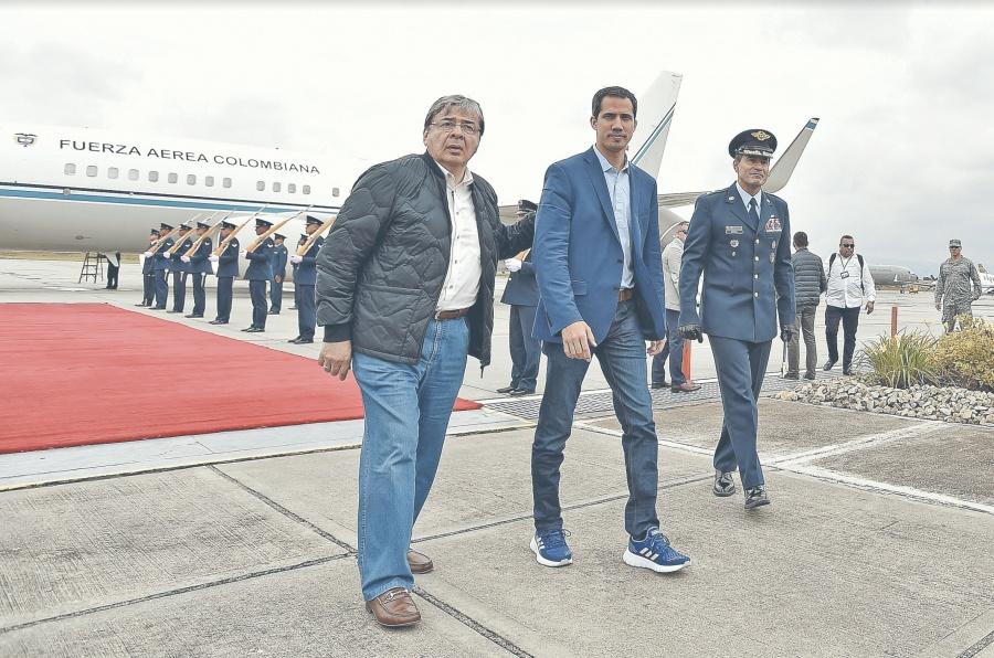 Guaidó pide en Bogotá sanciones duras