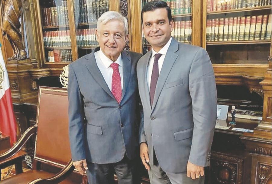 AMLO recibió al presidente de la CRE Guillermo Alcocer