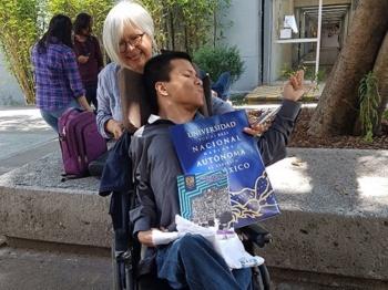 UNAM integra a su primer profesor discapacitado