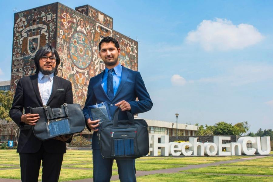 """Egresados de la UNAM presentan cargadores solares """"Julkin"""" para dispositivos móviles"""