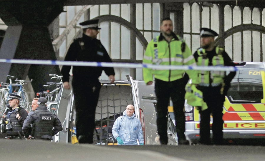 Tres sobres bomba alertan a Policía de Londres