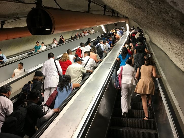 Metro alista sustitución de escaleras eléctricas