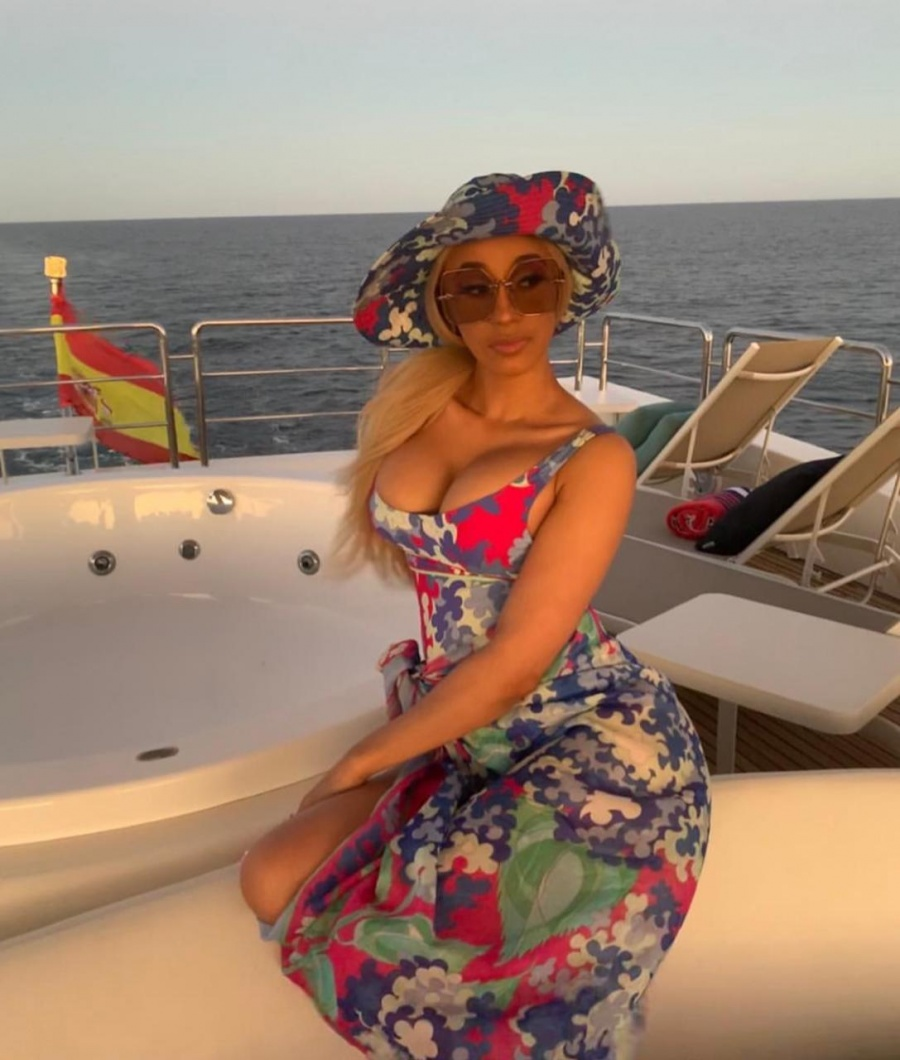 Cardi B disfruta de playas mexicanas junto a Offset