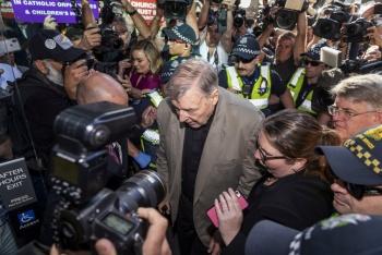 George Pell es condenado a 6 años por abuso infantil