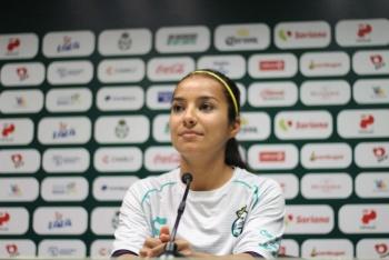 Sorprende Cinthya Peraza con un gol de escorpión en el duelo frente a Chivas
