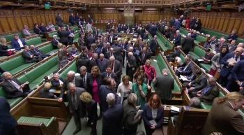 Parlamento pide a UE aplazamiento para el Brexit