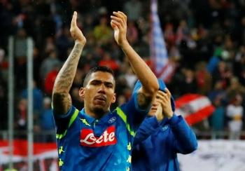 El Nápoles sufre pero elimina al Red Bull Salzburgo en la Europa League