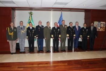 Entregan de Condecoración a agregados navales en México