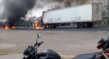 Bloquean carretera de Veracruz incendiando tráilers