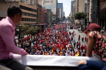 Caracas sufre un breve apagón, tras protestas por falta de agua y luz