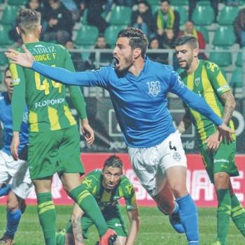 Pollo Briseño anota su tercer gol con Feirense