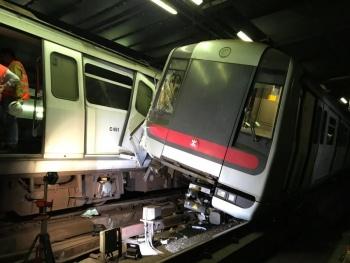 Choque de trenes deja sin servicio a usuarios en Hong Kong