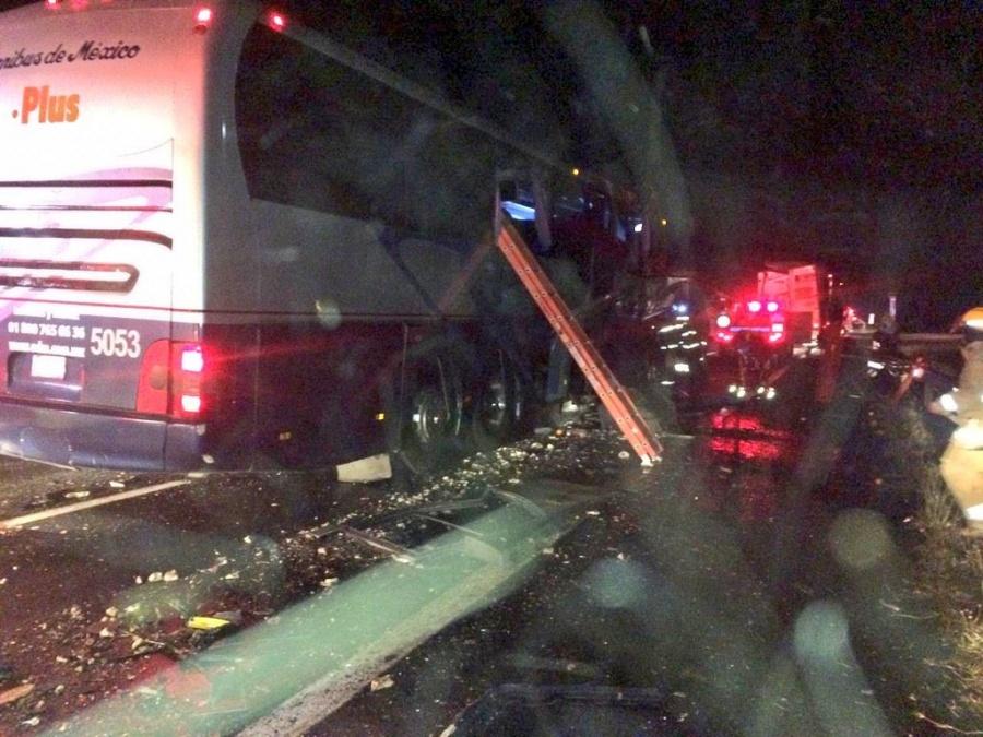 Choque de autobús deja a 13 heridos en Jalisco