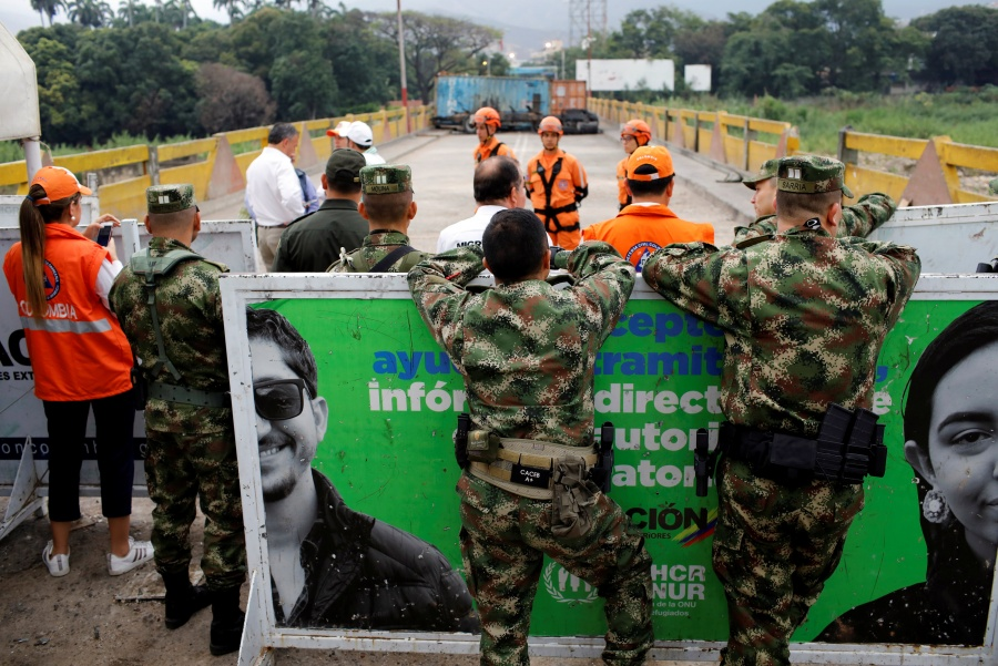 "Por ""lealtad a la patria"" General venezolano huye a Colombia"