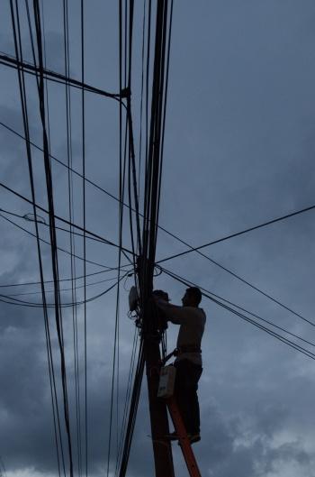 Axtel analizará su participación en licitación de fibra óptica de CFE