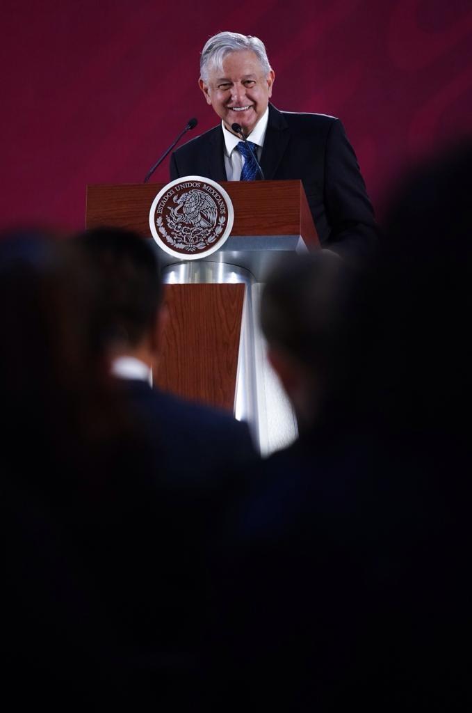 '¡Ay, nanita!': responde AMLO a expresidente por crítica a programa social
