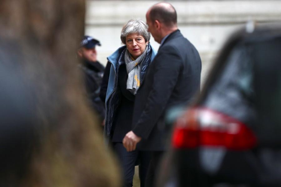 Theresa May pide postergar acuerdo definitivo del Brexit
