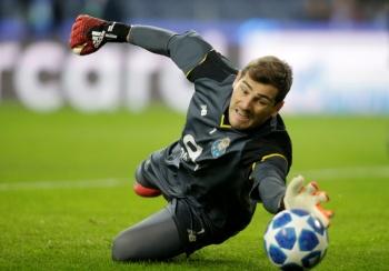 Iker Casillas renueva con el Porto y espera retirarse en el club portugués