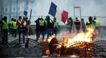 Francia recurrirá a militares para vigilar a los